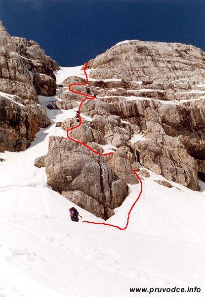 Pohled na závěrečný skalní výstup při výstupu na Hoher Dachstein