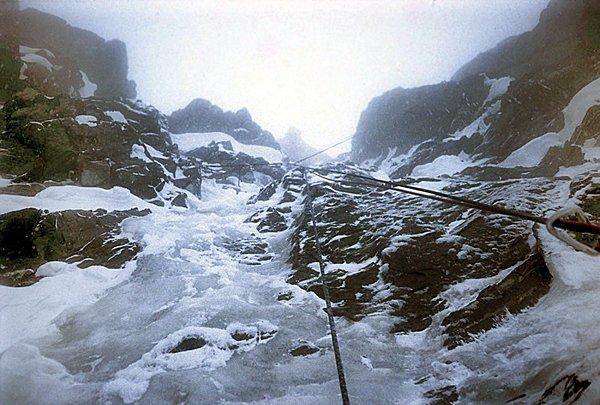 Pallaviciniho kuloár - ledopád v předposlední délce. Nejtěžší místo v cestě.