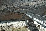 Most přes ledovcovou říčku pod chatou Hochjochhospitz