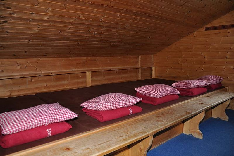 Společná noclehárna (lager, matrazenlager) na horské chatě