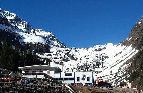 Stubaier Gletscher - spodní stanice lanovek