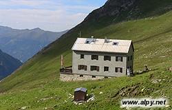 Neue Thüringer Hütte - pohled na chatu od jihu